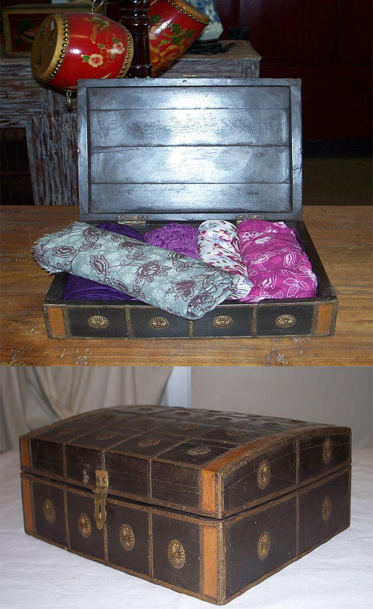 Elegante scatola con decorazioni in metallo!