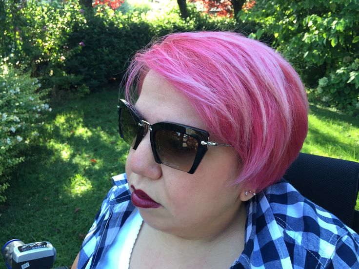 C'era bisogno di ritrovarsi, immersa in un colore che sa di ossigeno ❤️ #ilovemylife #pinkhair