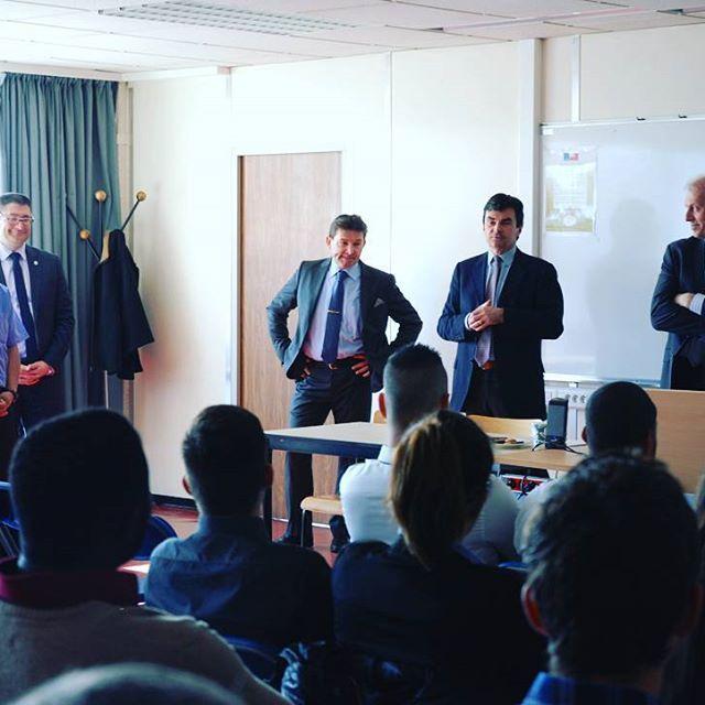Le Groupe PSA est actuellement en conférence avec les BAC Pro Maintenance Auto du GARAC pour présenter les opportunités de carrière dans le groupe PSA Peugeot Citroën DS grâce au CQP Technicien Expert Après-Vente Auto #GARAC #PSA #peugeot #citroen #ds #Partenariat #CQP #Auto #BacPro #conference