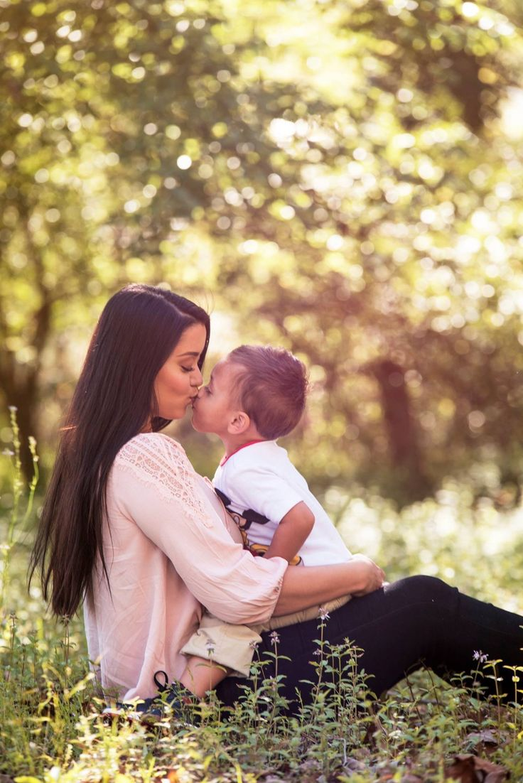 Mother and son photos, second birthday pictures, first birthday pictures, mother and son picture ideas, family photos ideas, mother, son, Easter photos, picture idea, Mother's Day photos,