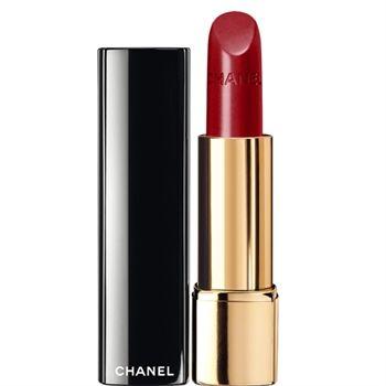 Il rossetto rosso è classico, elegante e versatile. E se ci si attiene a queste linee guida, tutte (sì, sto parlando anche con te) lo possono indossare!