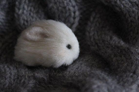 Bunny brooch(Брошка зайчик)
