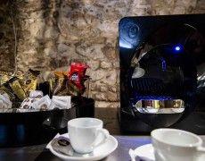 Disegnate dal maestro Gianni Bortolotti, le macchine da caffè Dado sono perfette per chi, a casa come in ufficio, vuole distinguersi.