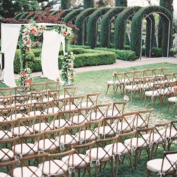 This might be the dreamiest ceremony setting I have ever seen. #marthaweddings