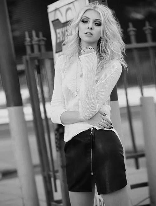 Taylor momsen looks gorgeous in new photoshoot…