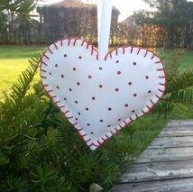 White homemade christmas heart  http://epla.no/shops/bollaboll/