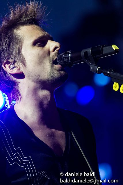 Okay. I saw this, heard his voice in my head, and shivered. I have goosebumps all over and butterflies at the incredible qualities said voice possesses... All this from one picture. Matt Bellamy, everyone.