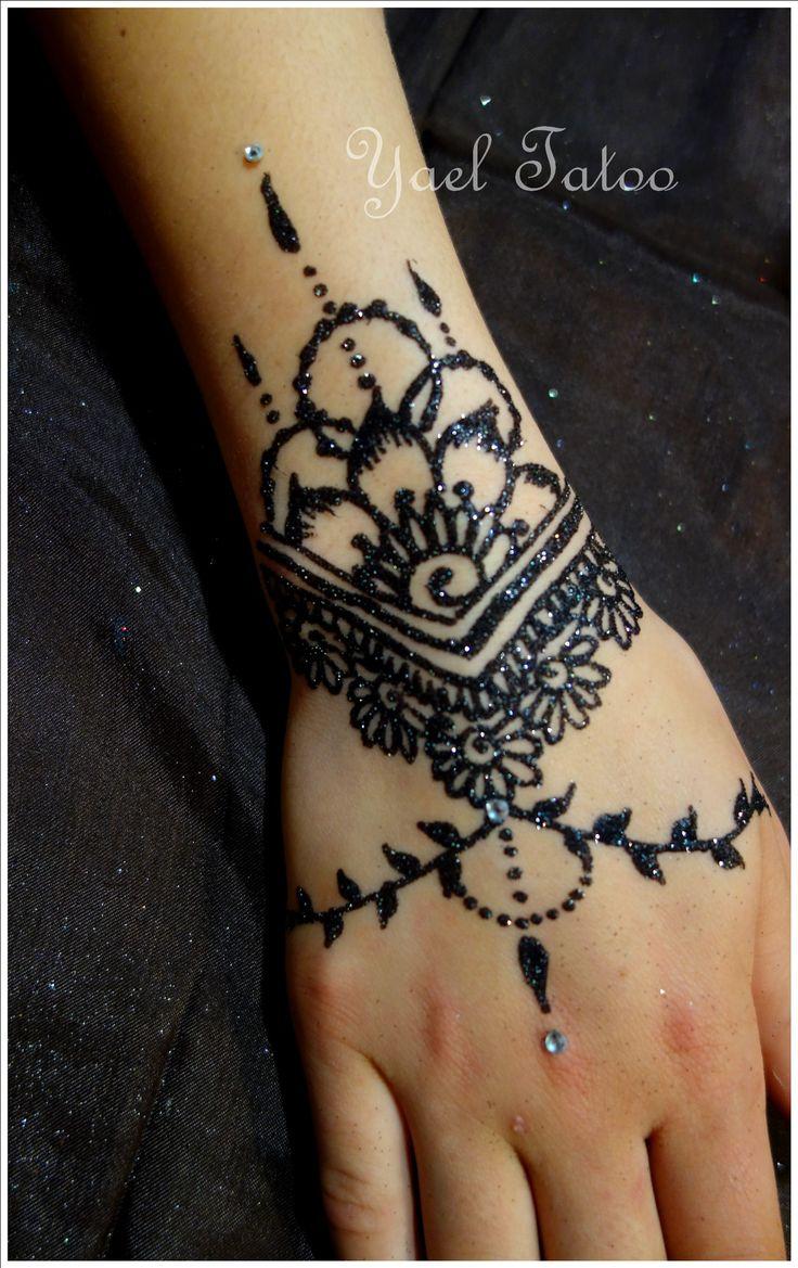 Tatouage paillette noire by Yael Tatoo www.tatouage-henne.paris