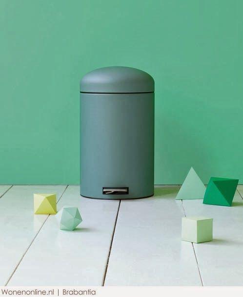 Mooie kleur groen op muur.  (Brabantia pedaalemmer)