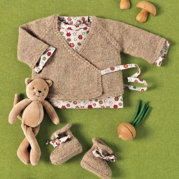 Cache-coeur, brassière et chaussons en tricot ou cousus en tissu à motifs enfantins n°86