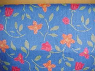 Flores Naranja y Rojos con fondo Azul