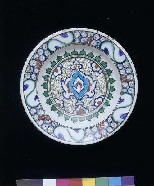 Dish      Place of origin:      Iznik, Turkey (probably, made)     Turkey (made)     Date:      ca. 1590 (made)     Artist/Maker: ...