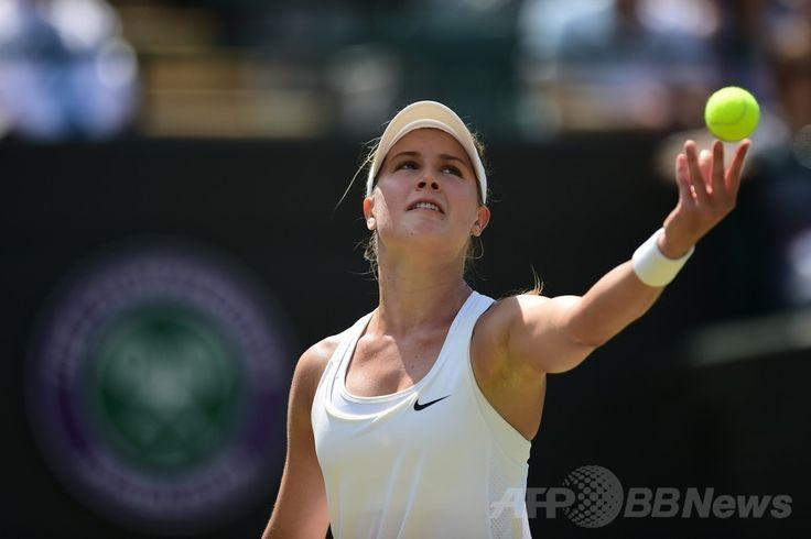 テニス、ウィンブルドン選手権(The Championships Wimbledon 2014)女子シングルス準々決勝。サーブトスを上げるユージェニー・ブシャール(Eugenie Bouchard、2014年7月2日撮影)。(c)AFP/CARL COURT ▼3Jul2014AFP|ブシャールが自身初のウィンブルドン4強入り http://www.afpbb.com/articles/-/3019498 #The_Championships_Wimbledon_2014 #Eugenie_Bouchard