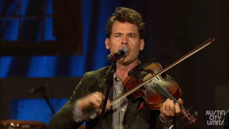 """Old Crow Medicine Show performs """"Wagon Wheel"""" at the 2013 Americana Musi..."""