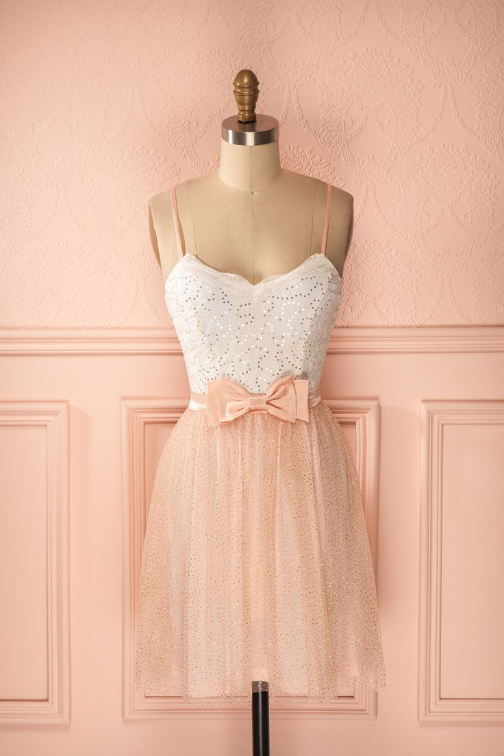 Robe courte blanc et rose en tulle et dentelle paillettes dorées et boucle satin - Short white and pink tulle and lace dress with satin bow and gold sequins