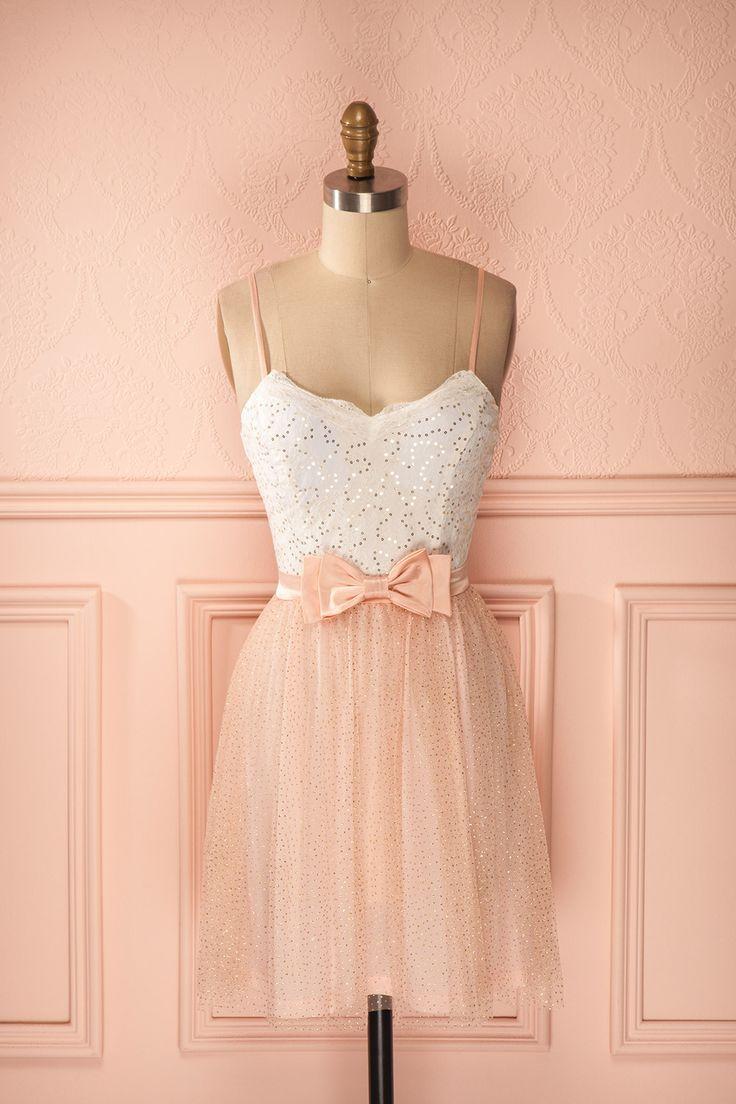 Robe courte blanc et rose en tulle et dentelle paillettes dorées et boucle satin…