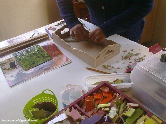 Mosaiqueando en el taller :)