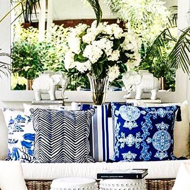 MIX & MATCH decorative pillows from the #stuartmemberyhomecollection #chinablue #chinoiserie #blueandwhite #shoponline #shipworldwide  #expressdelivery   photo credit  @bungalow55  @stuartmemberyhome