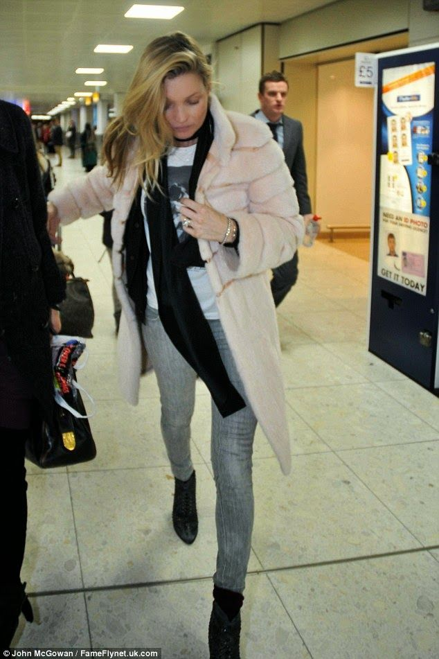 Kate Moss Spotted at Glasgow Airport with Rose Ferguson | Kate Moss Universe