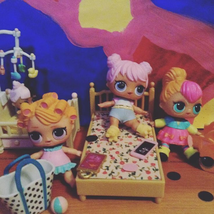 SLEEPOVER AT DAWNS HOUSE! who is the lil sis in the back round put your name in the comments below#lolsurprise #lolsurpriseparty #dawn #babydoll #neonqt #sleepoverfun #sleepover #confettipop #series2wave2 #newbackdrop
