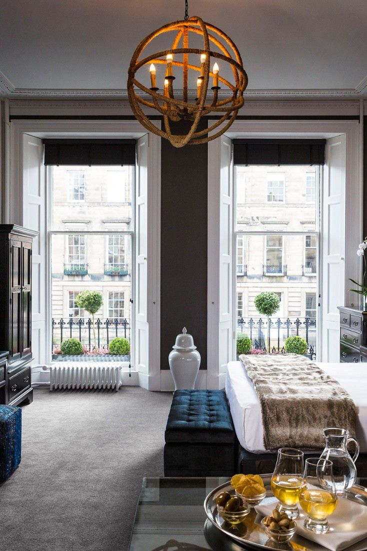 There's a real mix of the traditional and the modern in the bedroom. Here's an Executive Suite. #Jetsetter Nira Caledonia (Edinburgh, United Kingdom)