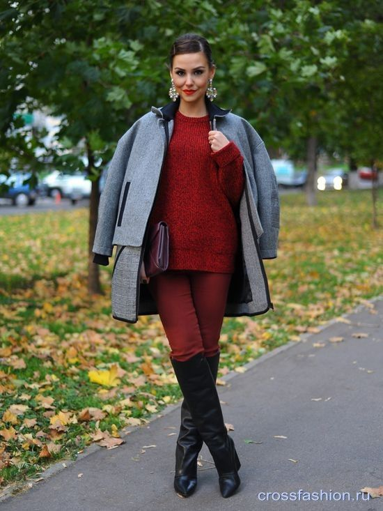 Бордовые или винные джинсы с чем носить