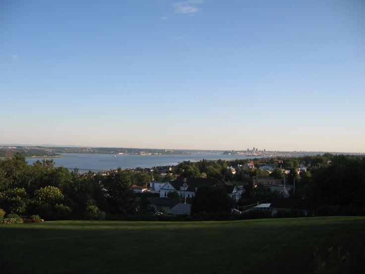 Vue panoramique sur le fleuve St-Laurent et la ville de Québec, Canada chambre à louer pour 2 personnes court terme 418 440 3930