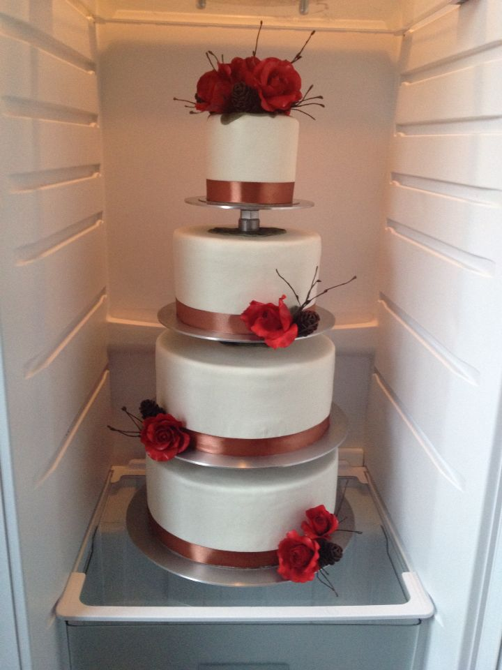 4 tier wedding cake. Hand made flowers and pinecones. Chocolate cake whit orange and vanilla filling.