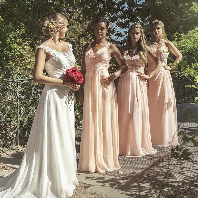 La mariée et sa team bridesmaids !  #teambridesmaids #robe #demoiselledhonneur #fashionnewyork #lmdn #lesmarieesdenana #bordeaux #brivelagaillarde #lemans #tours #orleans #nantes #poitiers #limoges #bourgeshttps://www.instagram.com/p/BSUI4gRhqSe/