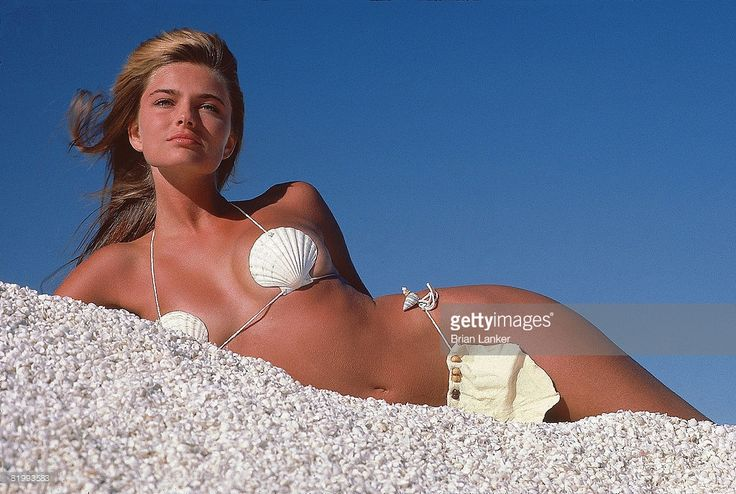 News Photo : Model Paulina Porizkova poses for 1985 Sports...