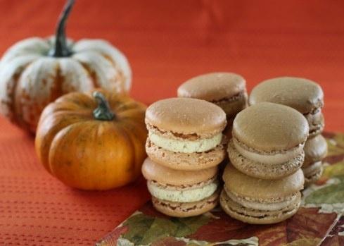 Pumpkin and Salted Caramel Macarons (w/ a ganache filling): Fun Recipe, Salts Caramel, Pumpkin, Caramel Recipe, Vanilla Extract, French Macaroons, Caramel Macaroon, Halloween Treats, Caramel French