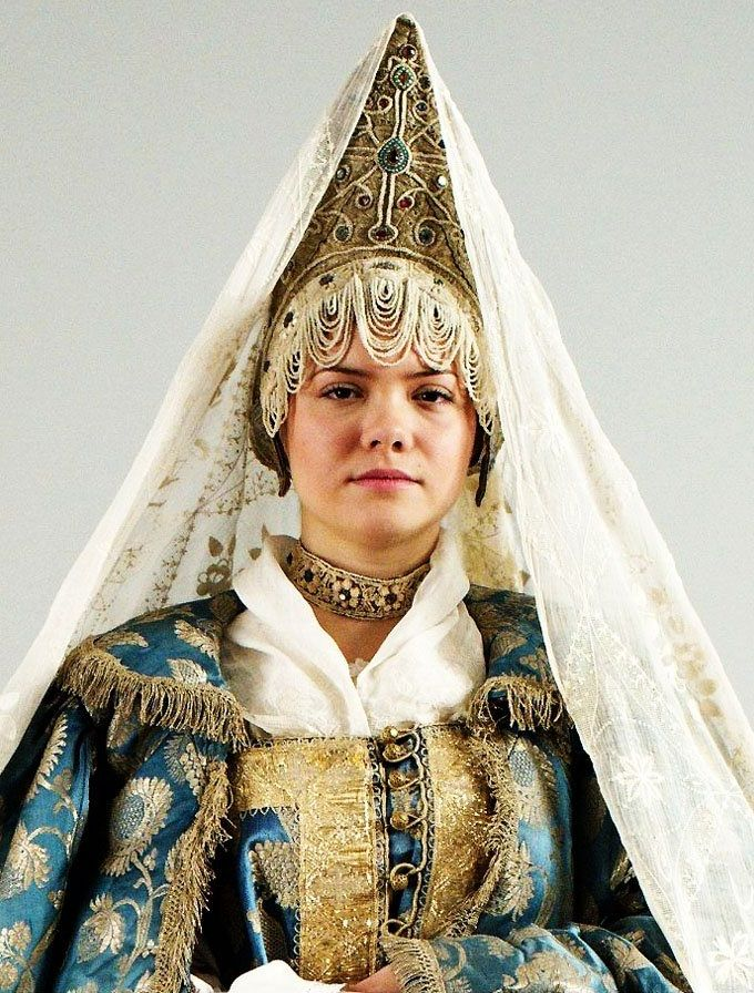 Russian woman wearing kokoshnik and veil. Kostroma, late 19th-early 20th century.