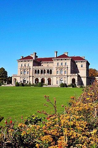 Mansión Breakers, casa de verano de los Vanderbilt, en el histórico Newport Rhode Island, en la avenida de Bellevue tomada de la Cliffwalk