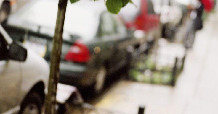Derechos del titular de un gravamen en recuperación de un vehículo. Un gravamen en un auto es una ocurrencia común. Generalmente, cuando una persona financia la compra de un auto, la empresa financiera tienen un gravamen en el vehículo. La empresa se reserva el derecho de recuperar el auto en el evento del no pago por parte del comprador. Sin embargo, los derechos por la recuperación están estrictamente regulados.