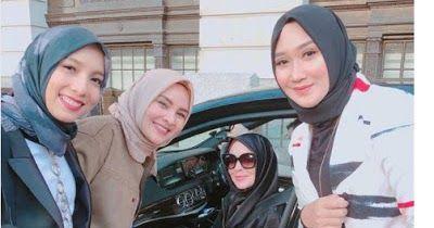 Masya Allah, Cantiknya Lindsay Lohan Kenakan Hijab di London Modest Fashion Week