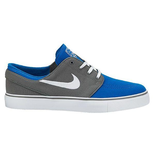 Sepatu Skateboard Nike SB Nike Zoom Stefan Janoski Cnvs 615957-014 adalah salah satu sepatu skateboard yang banyak diminati para Skate Boarder. Harga sepatu ini Rp 929.000.