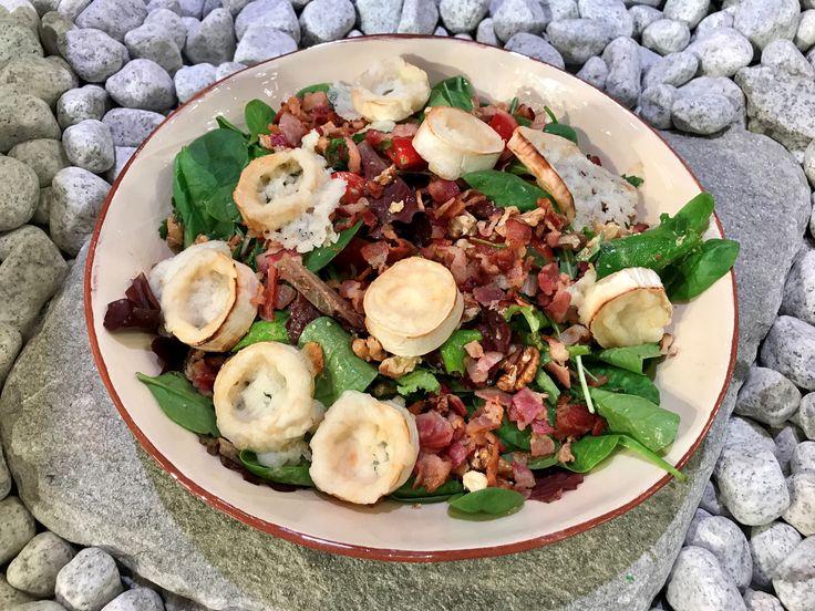 Sallad med getost, bacon och valnötter | Recept från Köket.se
