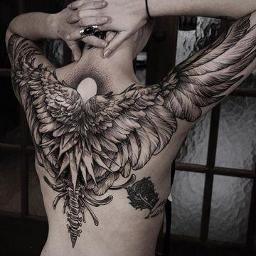 tattoos de alas en la espalda y brazos