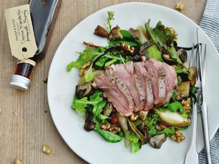 Het recept voor een heerlijke eendenborst salade met peer en wilde paddenstoelen op 88 Food. De eendenborst smaakt super en is vrij simpel te bereiden.