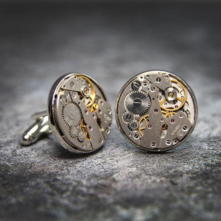 Oryginalne spinki do mankietów wykonane z elementów mechanizmu zegarka.  Dostępne w ślubnym sklepie internetowym Madame Allure.  #spinkidomankietów #steampunk #ślub #wedding