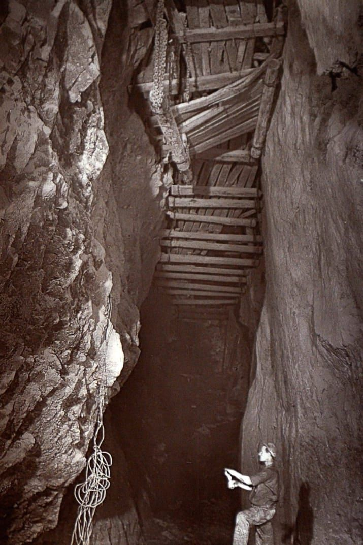 Rare Flash Photography Shows Cornish Miners In The 1890s Toiling Deep Underground