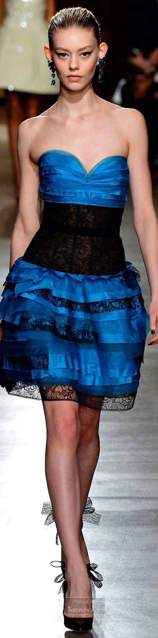 Oscar de la Renta.Fall-winter 2015-2016. If you like this item, please visit http://www.shopprice.com.au/party+gowns