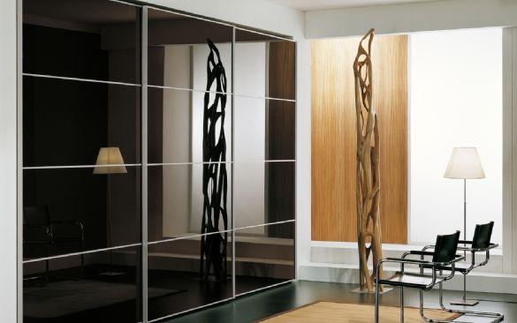 armadio con 3 ante scorrevoli con vetro laccato moka e profilo in alluminio