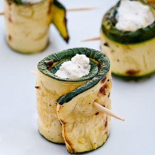stuffed grilled zuchinni & link to yummy, party-friendly appetizers: Grilled Zucchini, Idea, Recipe, Chee Stuffed, Goats Chee, Stuffed Zucchini, Cheese Stuffed, Cream Chee, Zucchini Rolls