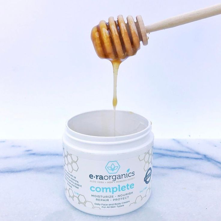 Manuka honey does so many amazing things for your skin, like:  Moisturize, kill acne causing bacteria, improve elasticity, repair and stimulate new cell growth and reduces lines and wrinkles!  ⠀⠀⠀⠀⠀⠀⠀⠀⠀