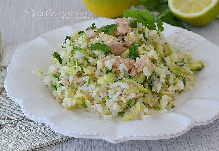 Riso freddo tonno zucchine e limone un primo piatto estivo facile, fresco, e gustoso, leggero con ingredienti semplici, un primo di riso veloce