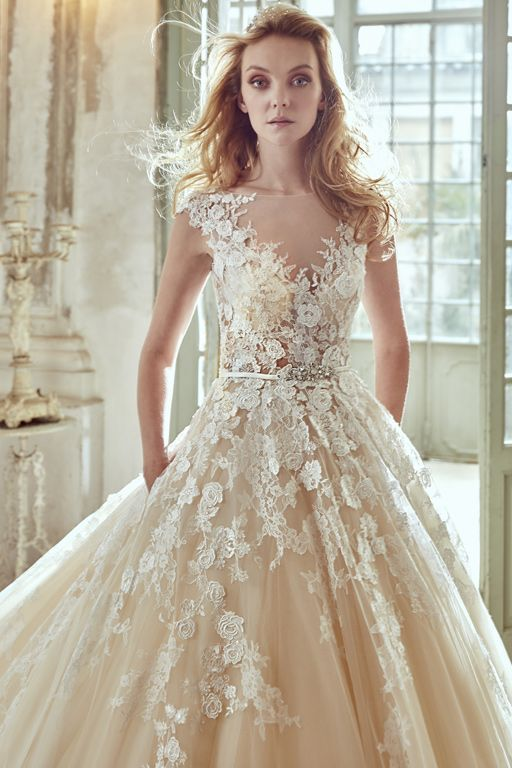 Juste un baiser Robe de mariée Aurora By Nicole Versailles