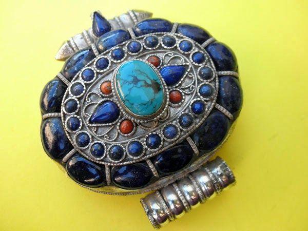 I più noti e validi amuleti sono quelli tibetani che, pur essendo molto semplici nella confezione, si rivelano sempre dei potenti incantesimi dimostrando che sono quindi l'intenzione, la sfera emotiva e la equilibrata conoscenza dell'occulto con >>> http://www.enciclopedia-mondiale.com/2014/03/amuleto-curiosita-sconosciute.html