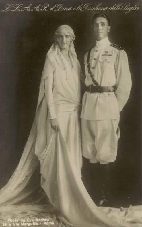 E' il 1927 e il terzo duca d'Aosta Amedeo di Savoia (1898-1942) sposa la Principessa Anna d'Orleans (1906-1986),pronipote di Luigi Filippo d'Orleans.