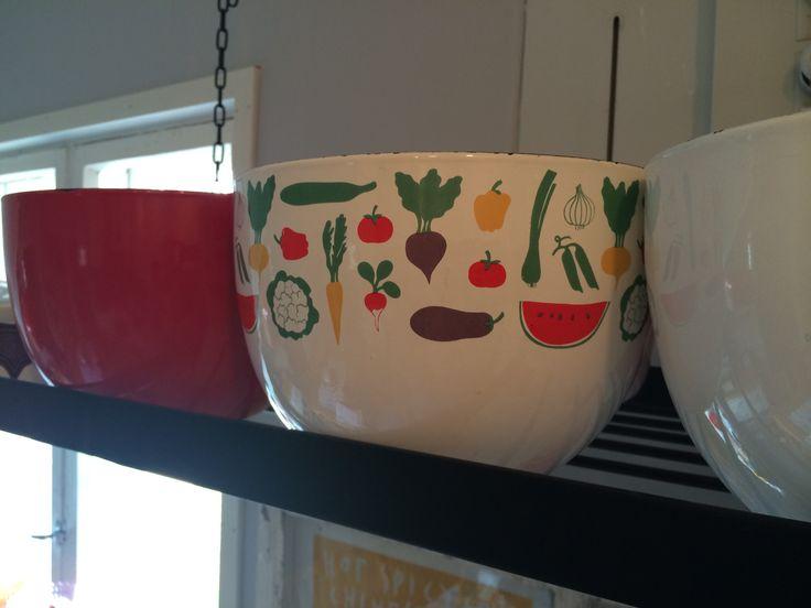Vegetaaria large enamel bowl. Heikki Orvola